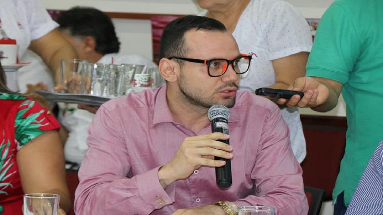 REUNIÓN CON EL GOBERNADOR DEL DEPARTAMENTO DEL HUILA Y LA CÁMARA DE COMERCIO